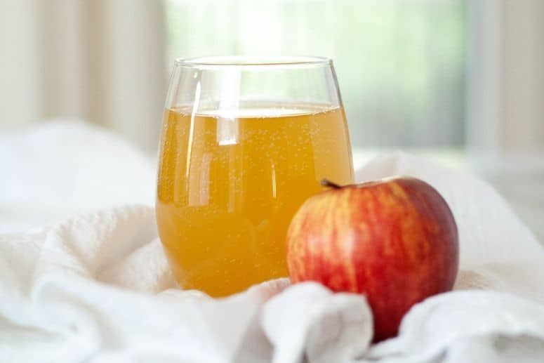 Apple water kefir